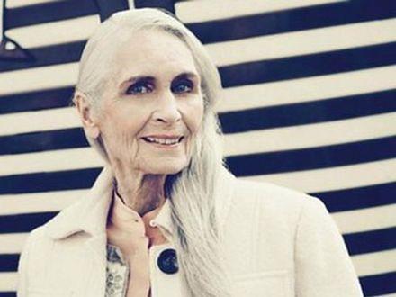 Moda przemija, styl pozostaje. 85-letnia modelka Daphne Selfe gwiazdą jesiennej kolekcji