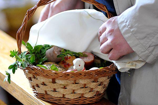 Wielkanocne chodzenie ze śmiertecką i polewacka - świąteczne zwyczaje w Małopolsce