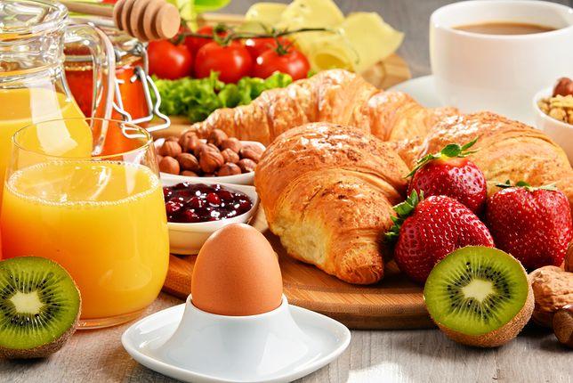 Śniadanie - przepisy na ciepłe śniadanie, na śniadanie na słodko oraz na szybkie i zdrowe śniadanie