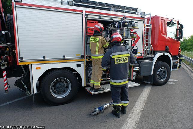 Łódź: groźny wypadek na S8. Ciężarówka spadła z nasypu