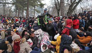 Tysiące uchodźców z Syrii szturmują grecką granicę. Ich liczba wciąż rośnie