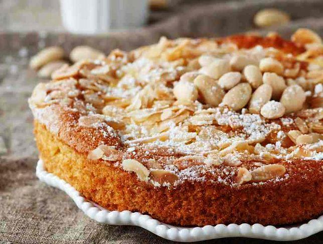 Przepisy kuchni niemieckiej: ciasto biszkoptowo-migdałowe oraz zupa dyniowo-marchwiowa