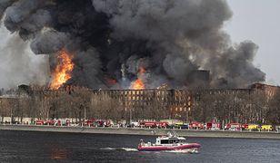 Rosja. Gigantyczny pożar zabytkowej manufaktury. Zginął strażak, dwóch ciężko rannych