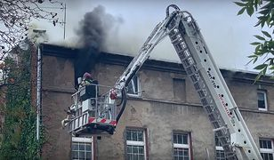 Inowrocław. W pożarze kamienicy zginęły 4 osoby. Trwa akcja gaśnicza