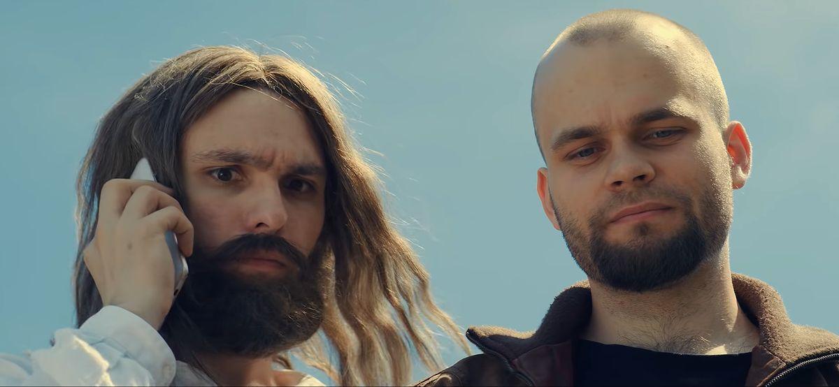 """Członkowie grupy Darwin podczas nagrania filmu """"Wielkie konflikty: Bóg vs Szatan""""."""