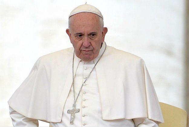 Papież Franciszek wcale nie wyraził poparcia dla chrztu dzieci homoseksualnej pary - powiedziała zastępca dyrektora watykańskiego biura prasowego Paloma Garcia Ovejero.