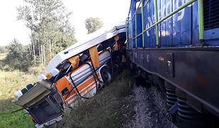 Zderzenie autobusu i lokomotywy w Skroninie. Trzy osoby poszkodowane