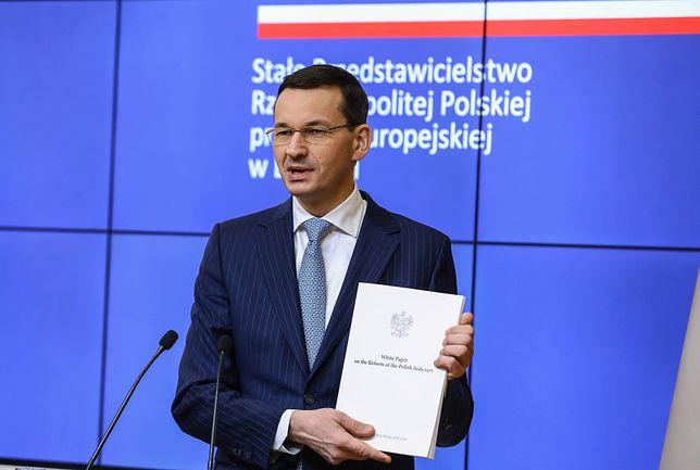 Premier z dumą prezentował białą księgę. Ale nie wszyscy są nią zachwyceni