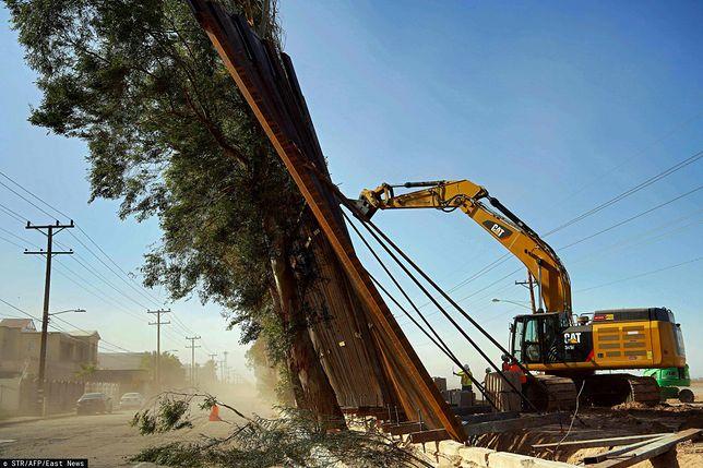 Wpadka podczas budowy muru Donalda Trumpa. Fragment konstrukcji runął