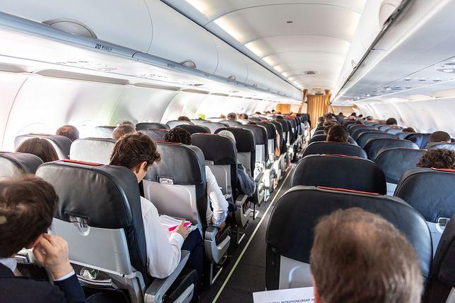 Pijanych pasażerów wyprowadziła z samolotu straż graniczna