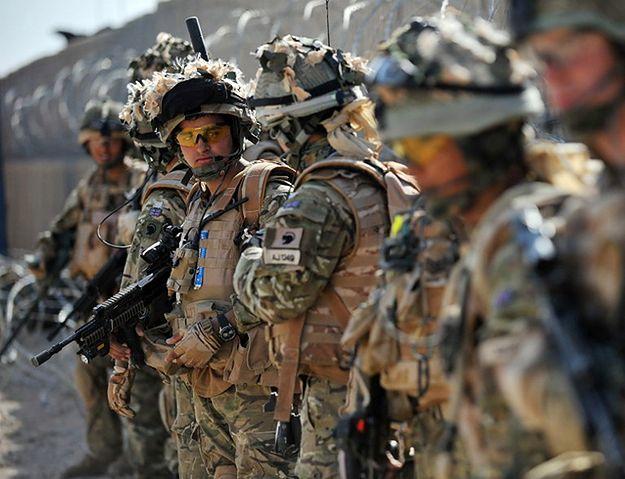 Dwa alarmy terrorystyczne w Wielkiej Brytanii. Wzmocniono patrole wokół baz wojskowych