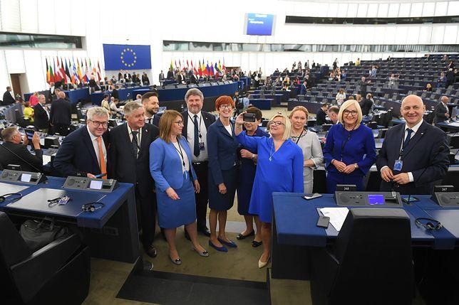 Europosłowie PiS w obiektywie Radka Pietruszki z PAP