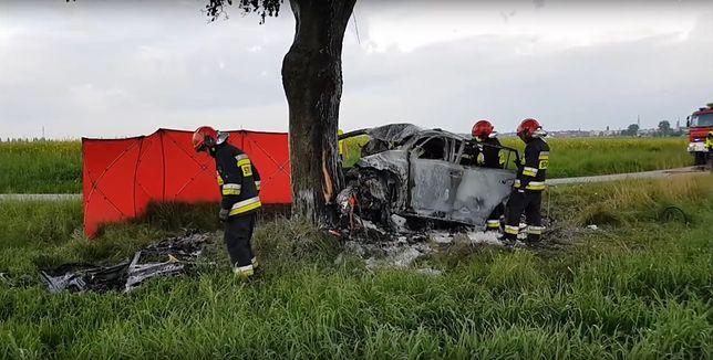 Tragiczny wypadek pod Kluczborkiem. Mężczyzna spłonął w samochodzie