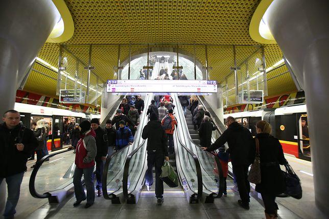 Metro Świętokrzyska. Łącznik z M1 do M2 był zamknięty we wtorek rano
