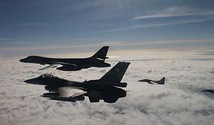 Polscy piloci F-16 eskortowali amerykański bombowiec B-1B - poinformował w piątek Mariusz Błaszczak