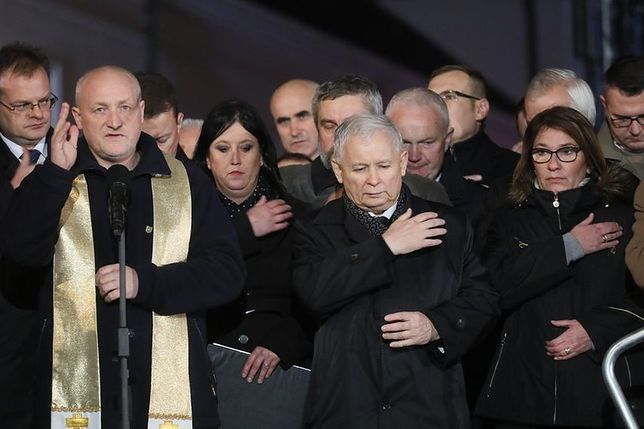 Miesięcznica smoleńska. Kaczyński mówi o pomnikach i raportach