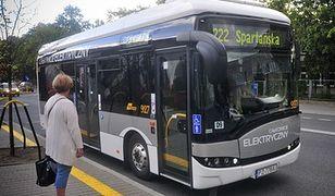 Elektryczny autobus to opłacalna inwestycja. Przekonuje się o tym Warszawa