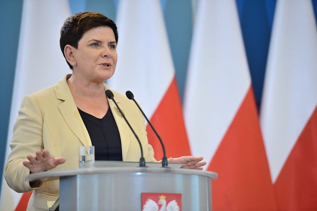 """Premier Szydło obiecuje oszacowanie strat po nawałnicach do końca sierpnia. I """"wierzy"""" w prezydenta Andrzeja Dudę"""