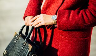 Kolorowy płaszcz doda ci kobiecości i pazura