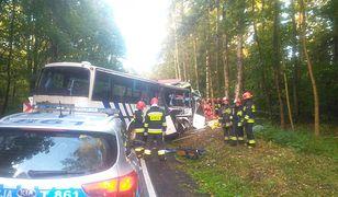 Wypadek autokaru pod Ostródą. Dwie osoby nie żyją