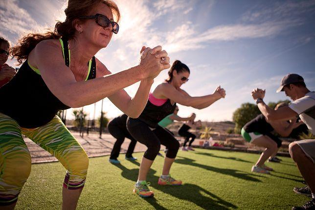 Boot camp to rodzaj aktywności fizycznej wykonywanej w grupie pod okiem trenera.