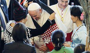 Papież Franciszek unika kontrowersji, żeby chronić chrześcijan w Mjanmie. Ryzykuje swoją reputacją