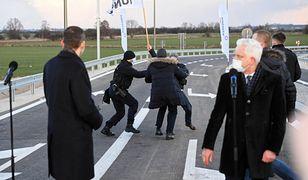 """Września. Mateusz Morawiecki """"ucieka"""" przed AgroUnią. Donald Tusk komentuje"""