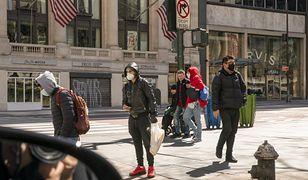 Mieszkańcy Nowego Jorku. USA też walczy z koronawirusem.
