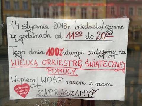 Ahmet Gedik wywiesił taką kartkę na oknie swojego lokalu