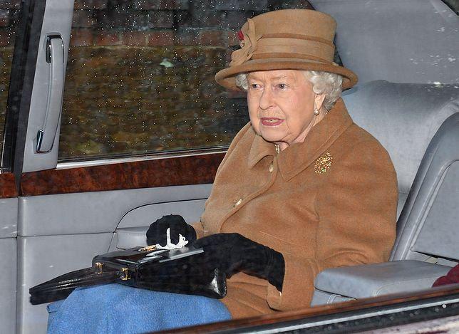 Koronawirus. Królowa Elżbieta wciąż pełni obowiązki. Brytyjczycy domagają się większej ochrony