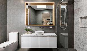 Prysznic bez brodzika można zamontować w bloku, wymaga to jednak odpowiedniej wiedzy i pomocy specjalisty