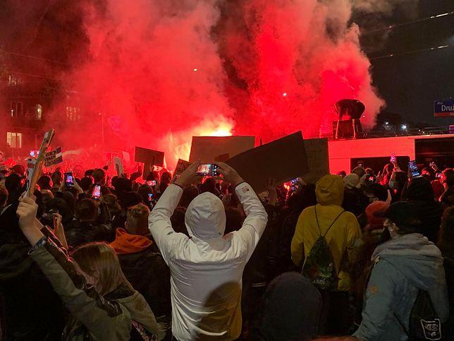 Aborcja w Polsce. Kolejny protest w Warszawie po decyzji TK. Użyto pirotechniki