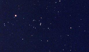 Spotkanie Księżyca z Aldebaranem na wieczornym niebie