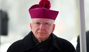 """Jędraszewski na mszy w Wielki Czwartek. Mówił o zamykaniu kościołów i """"ateizowaniu"""" państwa"""