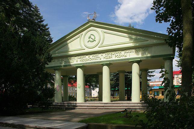 Zburzyli Mauzoleum Armii Czerwonej w Trzciance. Zielone światło dał minister Gliński