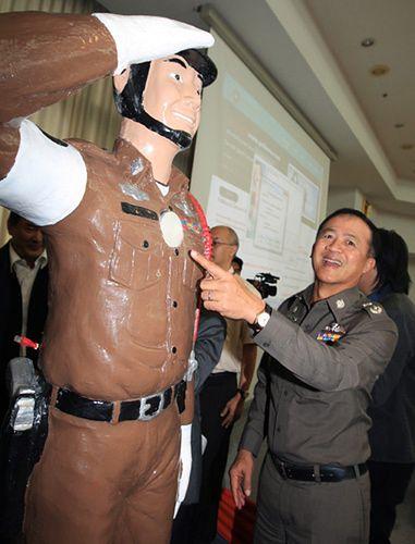 Policjant-manekin na służbie