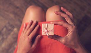 Wiele kobiet ucieszy się z biżuterii na walentynki