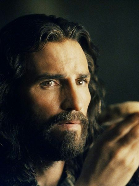 W krzyż, na którym wisiał, uderzył piorun