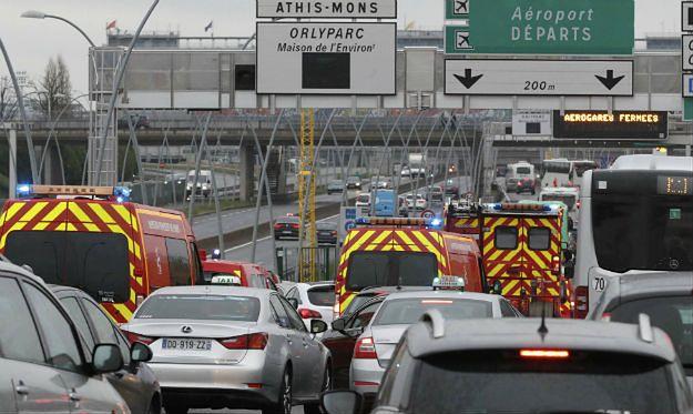 """Strzały na lotnisku Orly w Paryżu. Napastnik krzyczał: """"Jestem tu, by zginąć za Allaha"""""""