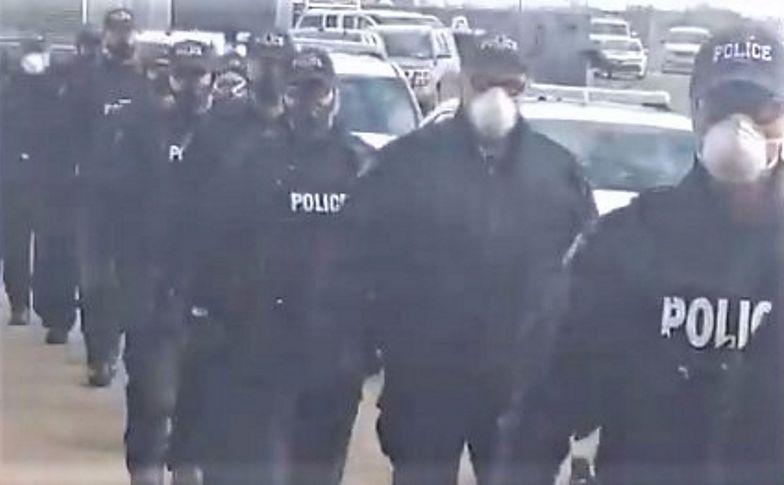 Policja kontra wierni. Potężne siły policyjne na proteście przed kościołem