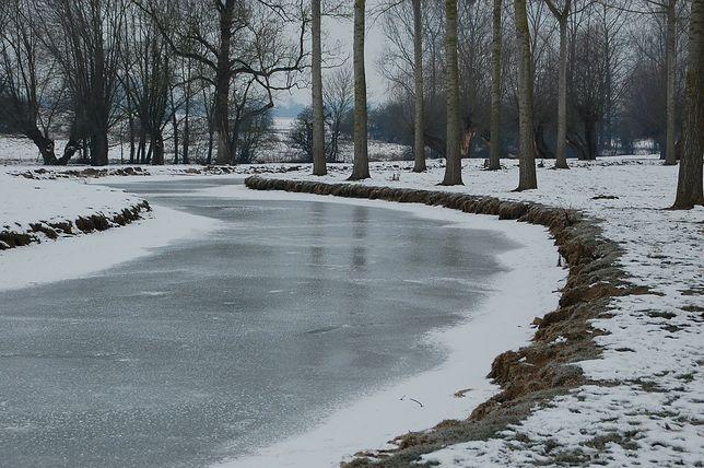 W Pińczowie pod 12-latkiem załamał się lód