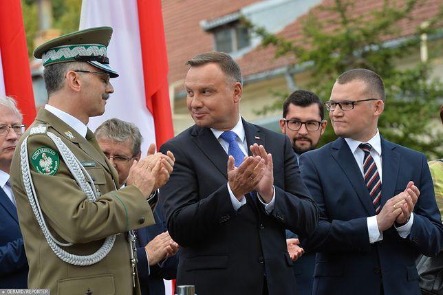 """Prezydent Andrzej Duda dostał """"prezent"""" od Donalda Tuska."""
