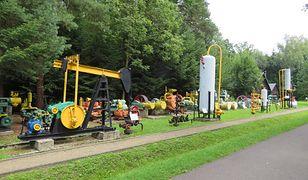 Muzeum w Bóbrce. Na zdjęciu eksponaty - sprzęt do wydobywania ropy naftowej