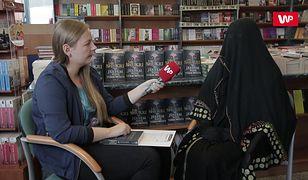 Jest żoną szejka z Dubaju. Jej mąż nie ma pojęcia, że Laila jest pisarką