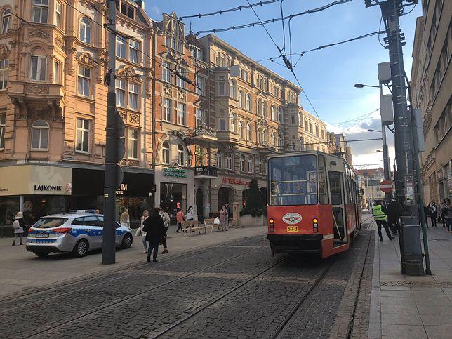 Katowice. 77-latek wjechał hulajnogą pod tramwaj