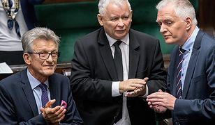 Prawa strona Sejmu głosuje jedną ręką i jest to ręka prezesa
