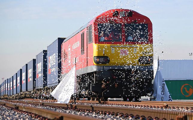 Brytyjczycy walczą o pozycję na rynku. Już wysłali  gigantyczny pociąg z towarem do Chin