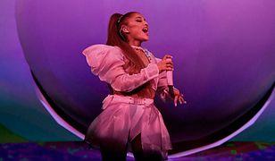 Ariana Grande ma krótkie i nieokiełznane włosy