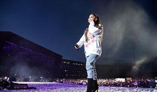 Ariana Grande podczas koncertu upamiętniającego ofiary zamachu