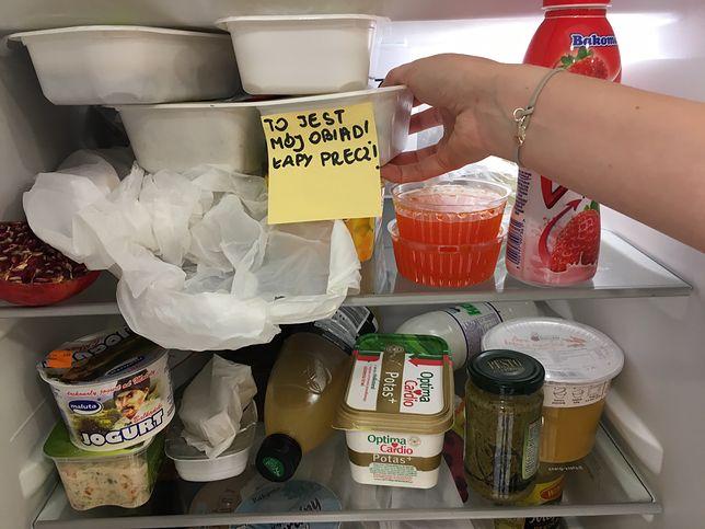 Podkradanie jedzenia ze wspólnych lodówek
